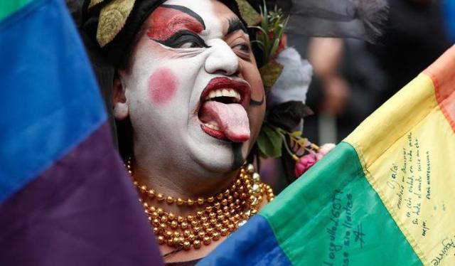 0004F24B-il-gay-pride-a-istanbul